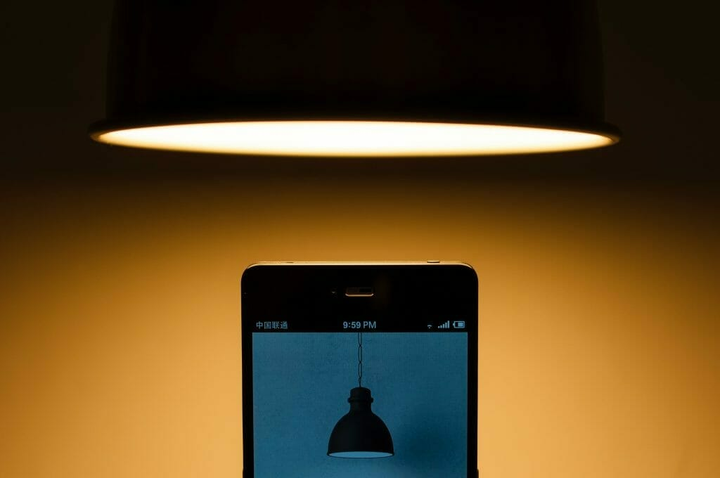 smartphone-and-lamp