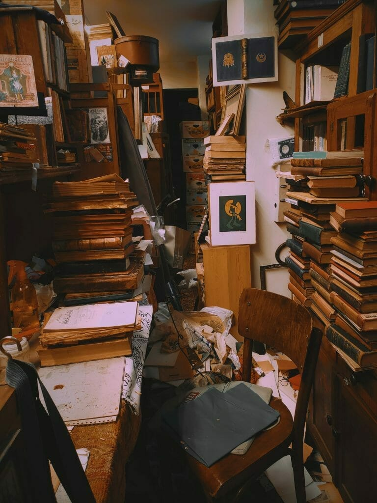 home-office-overwhelmed-with-mess