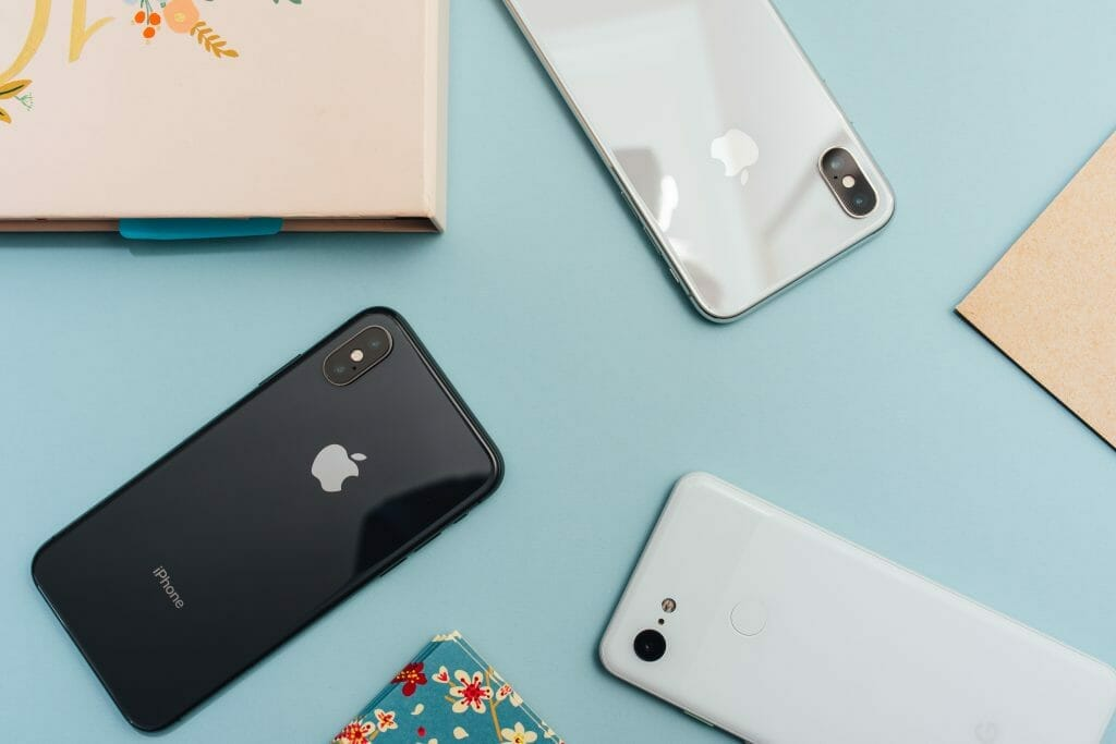 smartphones-on-table