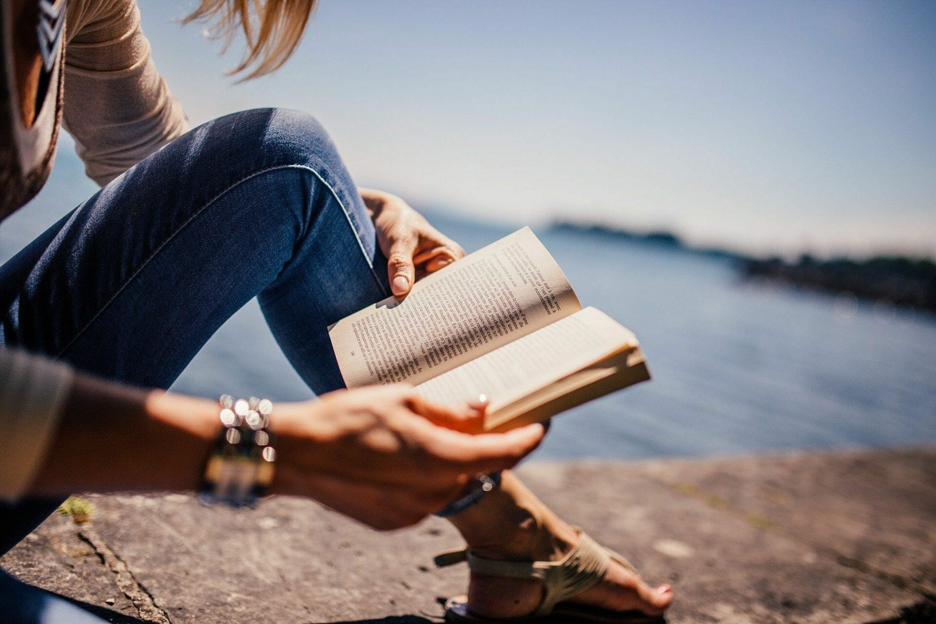 How to Stay Focused While Reading: 7 Perfect Tips via @allamericanatlas